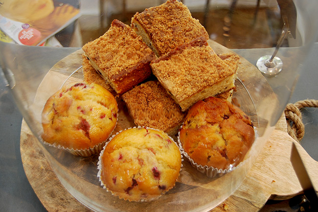 Zelfgemaakte koekjes en cake